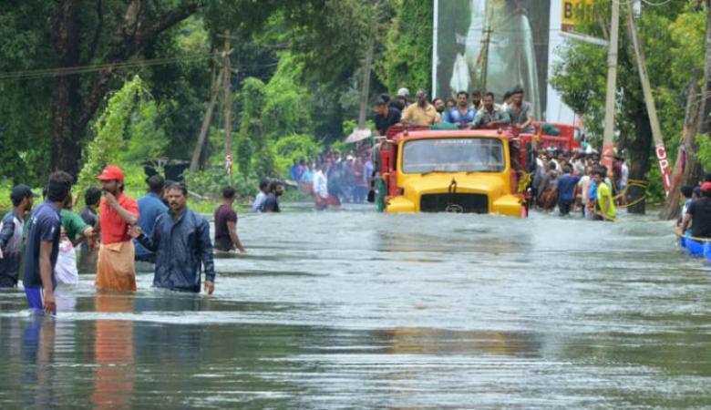 144 قتيلا جراء الفيضانات بالهند وإجلاء مئات آلاف السكان