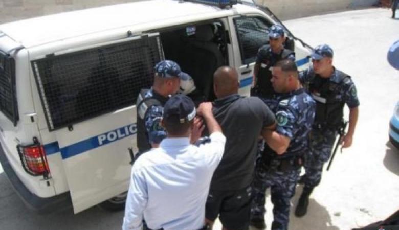 القبض على شخص سرق مصاغا ذهبيا ومبلغا ماليا بقيمة  6 الاف شيكل بتفوع