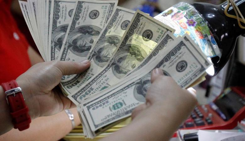 الدولار يتراجع الى مستوى تاريخي امام الشيكل