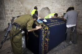 المئات من المستوطنيين يقتحمون قبر يوسف في نابلس