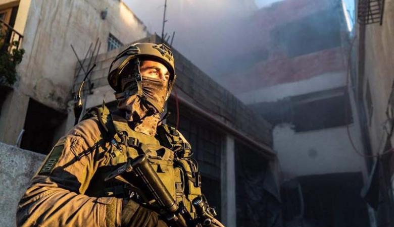 الاحتلال يعتقل شاباً ويستدعي آخر في الخليل