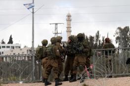 الاحتلال يعتقل شاباً قرب سلفيت (فيديو )