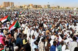 السودان: تظاهرات حاشدة تتجه لوزارة الدفاع وأنباء عن اعتقال العشرات (فيديو)