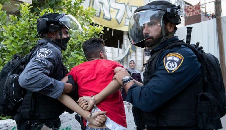 الاحتلال يعتقل مدير نادي الأسير في القدس وشابا آخر