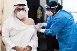 وزير الصحة الإماراتي يتلقى الجرعة الأولى من لقاح كورونا