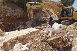 الاحتلال يستولي على معدات تعبيد أحد شوارع عصيرة القبلية جنوب نابلس