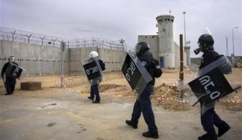توتر في سجن عسقلان بعد تصعيد الاحتلال لاعتداءاته على الأسرى