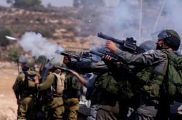 إصابة العشرات بالاختناق جراء إطلاق الاحتلال قنابل الغاز صوب محيط المدارس في الخليل