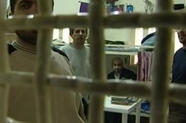 مئات الأسرى يبدأون اضراباً مفتوحاً عن الطعام