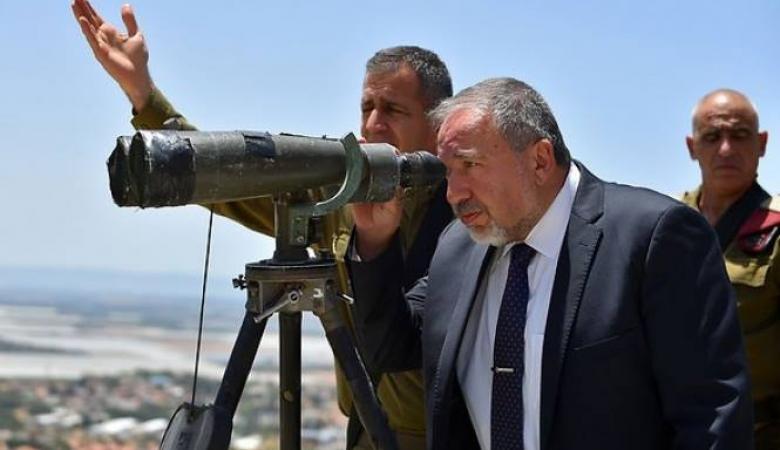 """ليبرمان يحذر من """"مفاجأة"""" يجهزها حزب الله"""