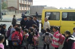 الشرطة تضبط حافلة نقل طلاب بحمولة زائدة بلغت 23 راكبا في الخليل
