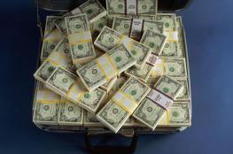 أمريكي يربح 450 مليون دولار بجائزة يانصيب