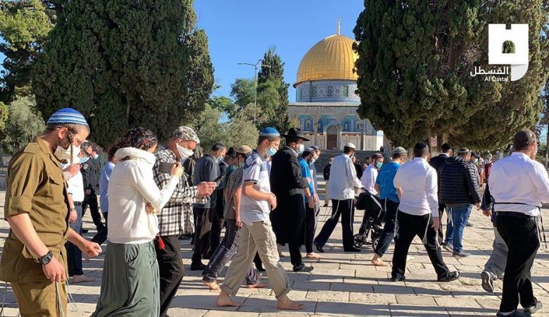 أكثر من 70 مستوطنا يقتحمون المسجد الاقصى