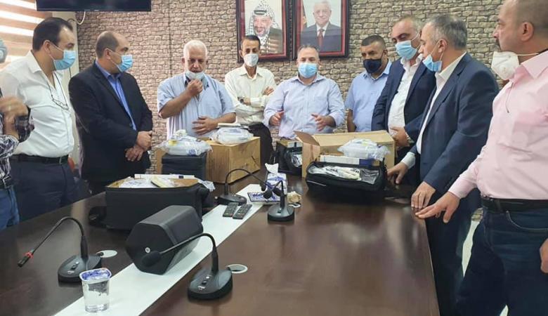 الجالية الفلسطينية في تركيا والامارات تتبرع باجهزة تنفس صناعي للخليل