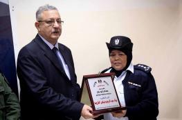 محافظ طولكرم يكرم ضباط شرطة انقذوا مواطنة حاولت إحراق نفسها