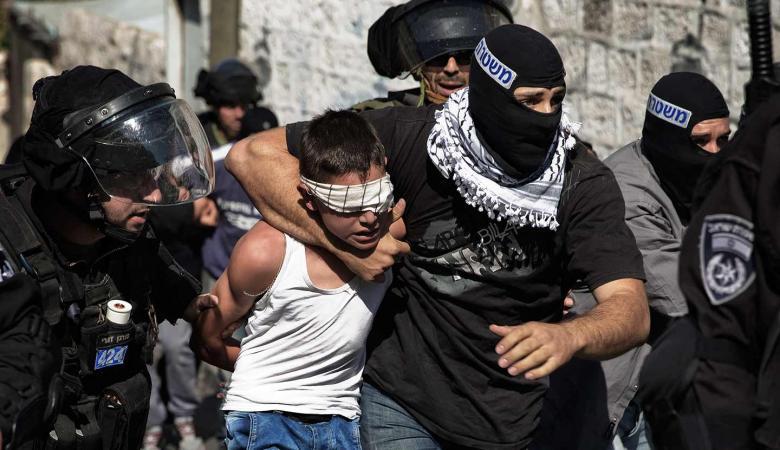 قوات الاحتلال تعتقل طفلا شرق قلقيلية