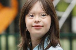 """تخطّت مرضها وحققت حلمها... أول مذيعة تعاني متلازمة """"داون"""""""