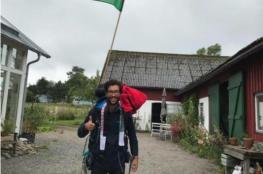 شاب يبدأ رحلة من السويد إلى فلسطين مشياً على الأقدام