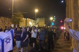 آلاف المستوطنين يدنسون باحة البراق ويعربدون في القدس