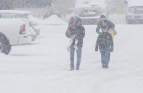 كندا تتعرض لعاصفة ثلجية قوية