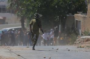 مواجهات بين الشبان وجنود الاحتلال خلال مسيرة كفرقدوم الاسبوعية