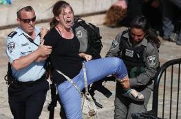 """قمع أجانب متضامنين مع الفلسطينيين في """"باب العامود"""" والمستوطنون يواصلون عربدتهم"""