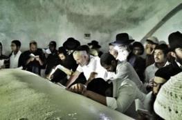 نابلس: مئات المستوطنين يقتحمون المقامات التاريخية في عورتا