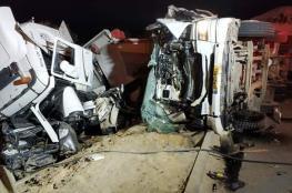 مصرع شاب في حادث تصادم بين شاحنتين فجر اليوم