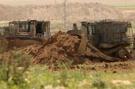 جرافات الاحتلال تجرف مساحات واسعة من اراضي المواطنين شرق قلقيلية