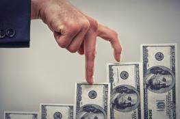 مدير شركة يُخفّض راتبه ويرفع رواتب موظفيه الى  70 الف دولار