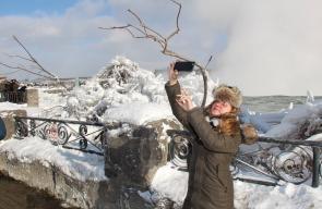 تجمد شلالات نياجارا الشهيرة في كندا نتيجة انخفاض درجات الحرارة