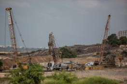 جيش الاحتلال يضع أسلاكاً شائكة داخل حدود قطاع غزة