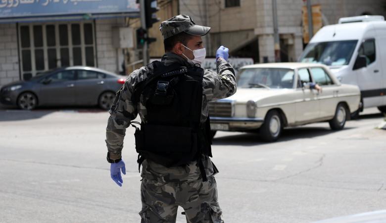 جنين: الشرطة تغلق 6 متاجر وتضبط مركبتين لعدم الالتزام بحالة الطوارئ