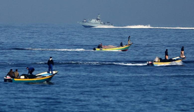 """""""إسرائيل"""" تقرر تقلص مساحة الصيد في بحر غزة"""