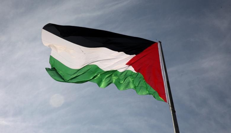 بالصور : علم فلسطين يزين سماء طولكرم