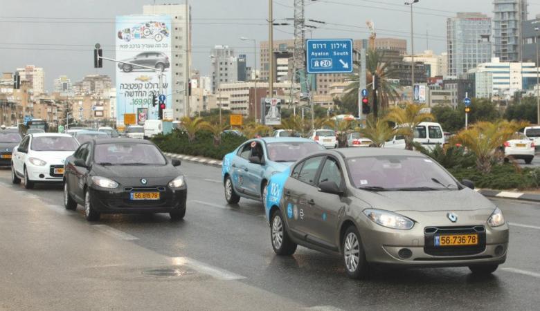 الحكومة تقرر حظر قيادة المركبات التي تحمل لوحات تسجيل صفراء