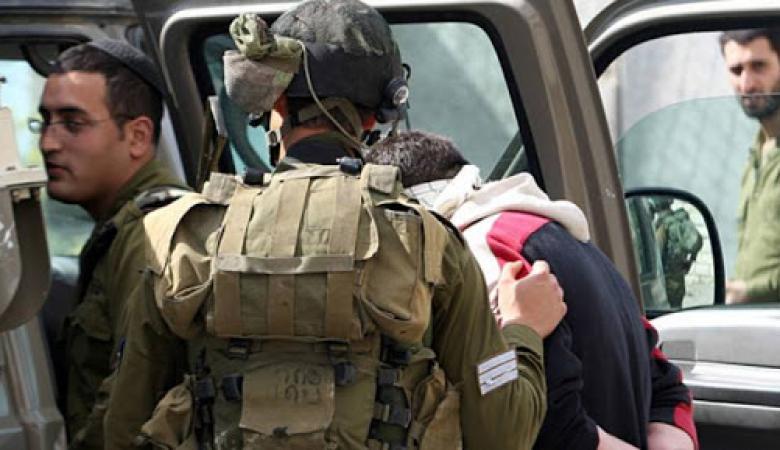الاحتلال يعتقل ويستجوب طفلين شقيقين من بلدة بيت أمر