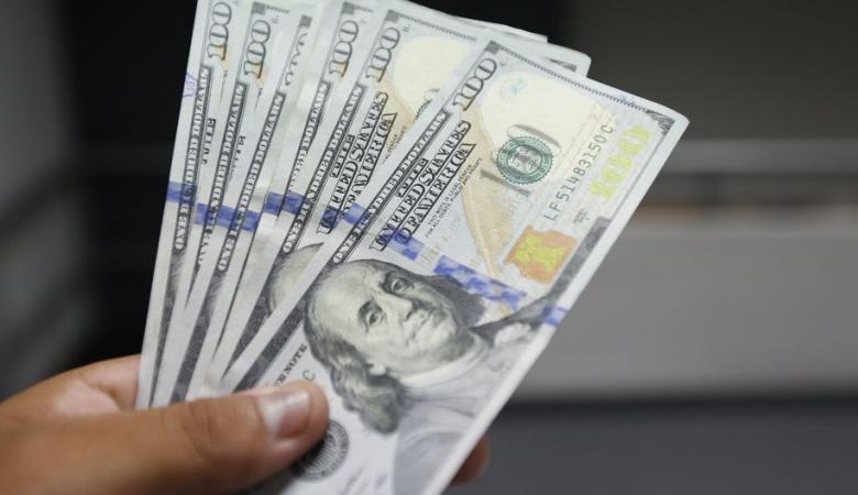 الدولار عند ادنى سعر له منذ عامين