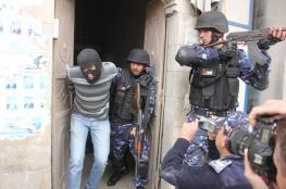 الشرطة تقبض على شخص صادر بحقه حكم 10 سنوات برام الله