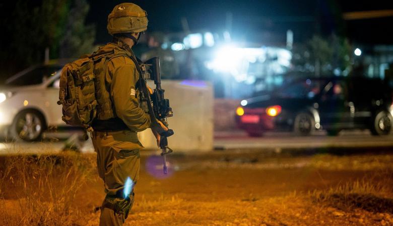 الاحتلال يعتدي على عدد من المواطنين ويمنعهم من دخول بلدة بيت إكسا