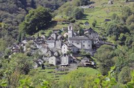 بالفيديو: قرية سويسرية يسكنها ١٦ شخصا تتحول إلى فندق!