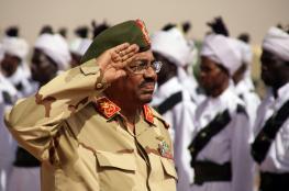 ضباط من الجيش أبلغوا البشير أنه لم يعد رئيساً للسودان