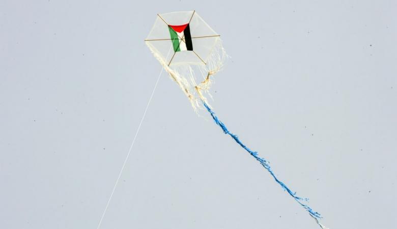 تهديد فلسطيني لاسرائيل : سنمطركم بآلاف الطائرات الحارقة