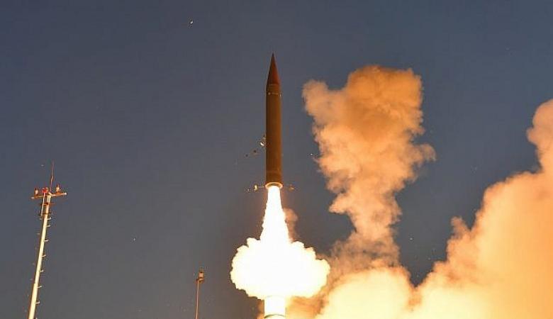 """نجاح تجربة صاروخية لنظام """"مقلاع داوود """""""