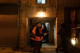 الاحتلال يداهم الضفة الغربية ويشن حملة اعتقالات