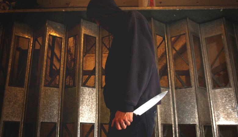 شاب يذبح والدته ويلقي شقيقته من الطابق الرابع في مصر
