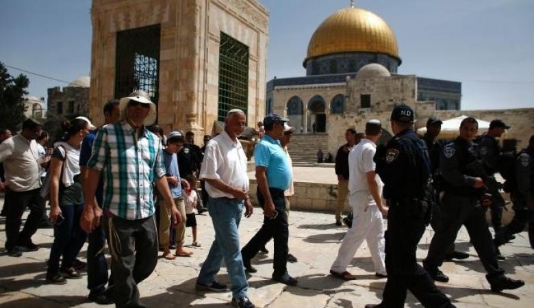 أكثر من مئة مستوطن يقتحمون المسجد الأقصى