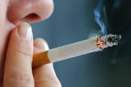 دولة تحظر بيع السجائر لمن اعمارهم تقل عن 100 عام