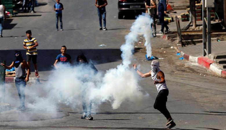 قنابل الغاز الاسرائيلية قتلة خمسة اطفال فلسطينيين