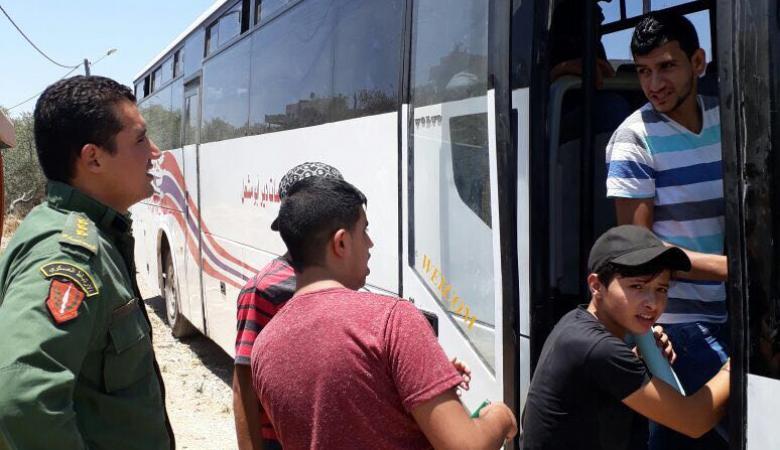 """الارتباط العسكري يؤمن خروج المراقبين والطلبة من دير أبو مشعل لقاعات """"الثانوية العامة"""""""